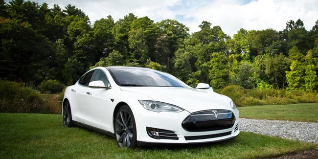 Une Tesla en LDD ou LOA comme voiture de fonction !