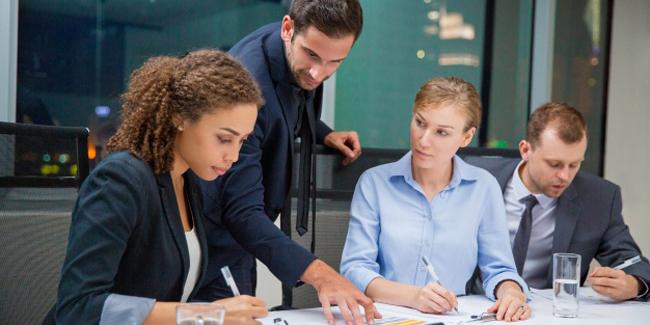Holacratie : définition, quel intérêt d'une mise en place en entreprise ?