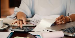 Cotisations sociales et fiscales de l'auto-entrepreneur : le dossier complet