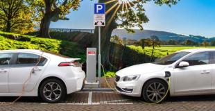 Borne de recharge parking d'entreprise : explications, aides et devis