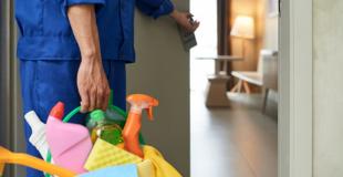 Créer une entreprise de nettoyage : formalités, réglementation, statut, conseils