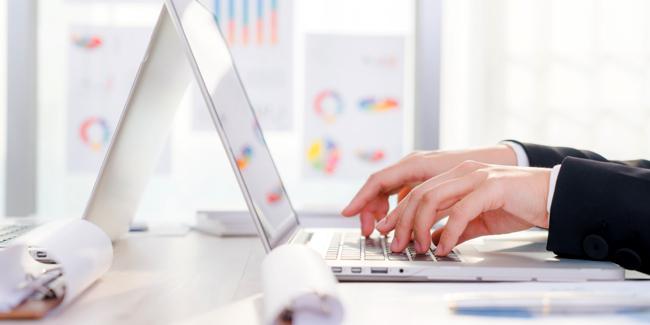 Banque 100 % en ligne pour une entreprise : avantages et inconvénients