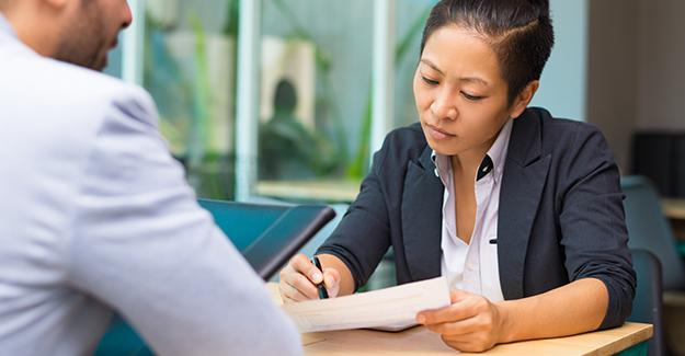 Sous-traiter l'établissement des bulletins de paie : avantages et inconvénients